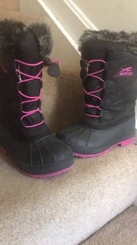 pair of black-and-pink boots Waldorf, 20602