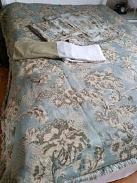 Used queen sz duvet cover Mississauga, L5R 3E6