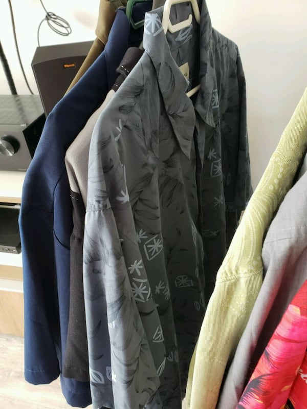 Collection of 20 mens shirts in various sizes 4c874a54-3bef-4425-8728-a502329365c0