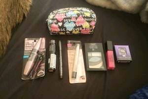 New makeup and bag $30