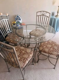 round glass top table with four chairs dining set Manassas, 20109