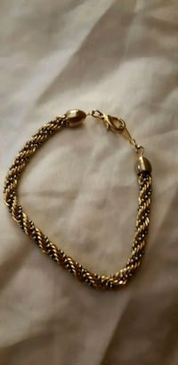 gold-colored chain necklace St. Catharines, L2M 4G1