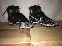 Black and white nike football cleats barely worn boys size 6.5 North Little Rock, 72116