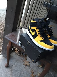 Black-and-yellow nike basketball shoes Dover, 17315