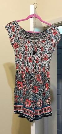 Ladies romper from Express, like new. Size small. Necklace included and free shipping.
