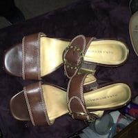 pair of brown leather sandals Vancouver, 98665