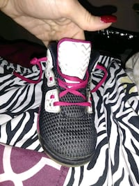 pair of black-and-pink Nike running shoes 1025 mi