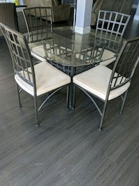 Glass dining table  Erin, N0B 1Z0