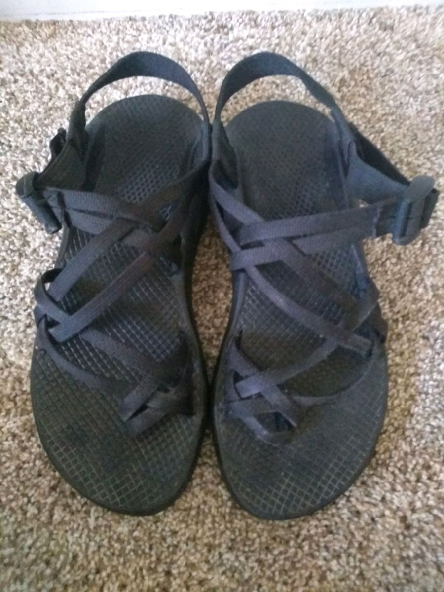 Photo Womens Size 8 Black Chacos