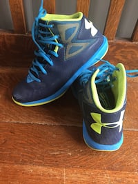 Under armour basketball shoes size 6, great condition