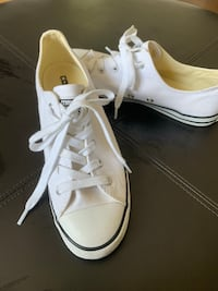 Barely worn- white low top converse size 7  Greenville, 29607
