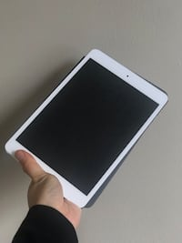 iPad mini with apple store maginate case  Burnaby, V5H 1Z9