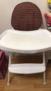 baby's white and brown high chair Vaughan, L4K 2K6