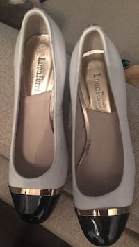 pair of gray Steve Madden leather flats 784 km