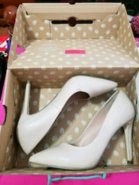 pair of white leather peep-toe pumps with box Mississauga, L5A 3T8