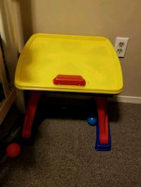 red and blue plastic table Quinte West, K8V 6B3