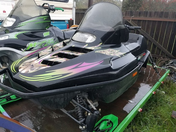 green and black personal watercraft