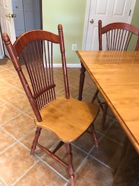 Breakfast room/Dining Room table with 4 chairs and expand leaf