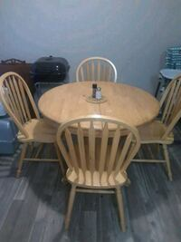 round brown wooden table with four windsor chairs San Antonio, 78240