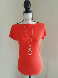 Orange top with gold necklace size L