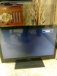 Toshiba and emerson tvs flat screen. Chicago, 60638