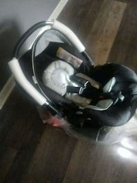 Hauck car seat BRAND NEW retails $250 Sparrows Point, 21219