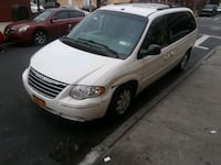 Chrysler - Town and Country - 2006 221 mi