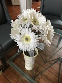 Pretty wht flowers in ceramic vase Great for vanity, table top accent  Chantilly, 20152