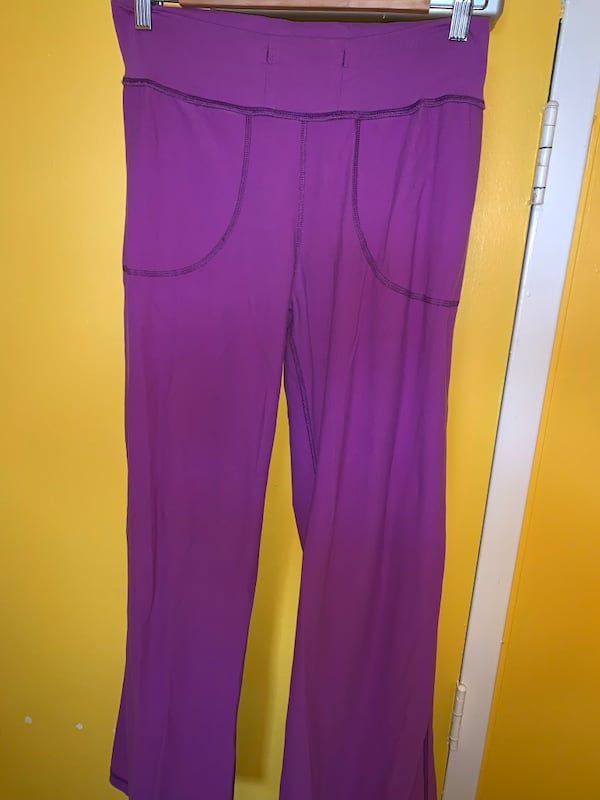 PURPLE LULULEMON YOGA PANTS ee0e518a-053e-43fb-a3ac-cb30ea10696e