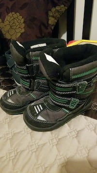 pair of black-and-green snowboard boots Brossard, J4Y 1A6