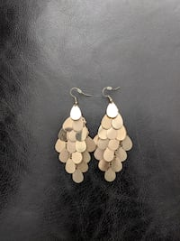Beautiful earrings 4 x 7cm