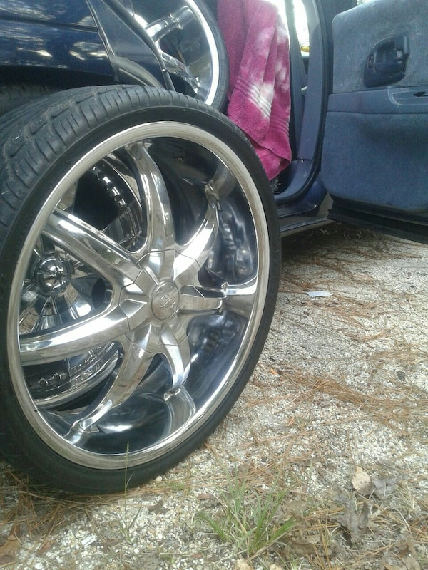 22 Inch Tires >> 22 Inch Rims With Low Profile Tires With Good Thre