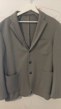 gray 3-button notch lapel suit jacket St Catharines, L2R 3N1