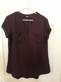Burgundy top. Size Large. Good condition   Fresno, 93722
