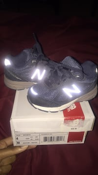 Kids navy blue new balance (worn twice) no scratches or marks basicall Baltimore, 21217
