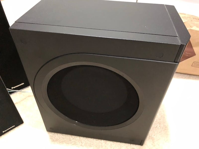 Panasonic 5 speaker home theatre with woofer 5339a926-d7fe-445d-9b2a-7382aae6bcc2