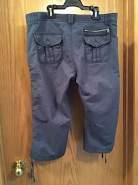 Gasoline Capris size 10 fits below the waist   null, R0K