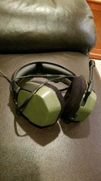 black and green Ps4 headphones (w/ mic) 36 km