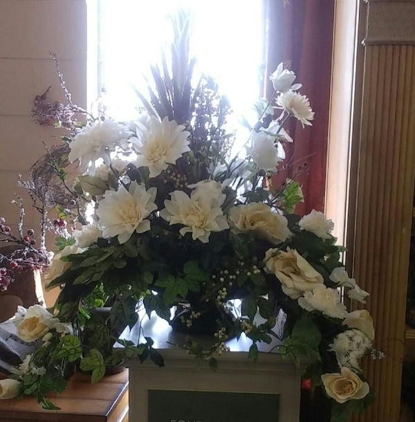 Used Custom Flower Arrangements Prices Vary For Sale In
