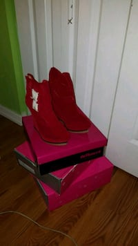 Red suede ankle boots 7.5 Fairfax, 22032