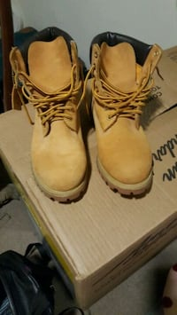 pair of brown leather work boots Oxon Hill, 20745