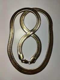 gold-colored link necklace