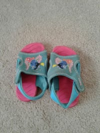 girl's teal-and-pink sandals Prince George, V2M 4A1