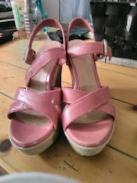Women's HOT PINK BRAND NEW UGG SANDALS Kitchener, N2K 1E9