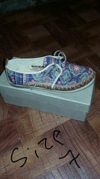 unpaired blue, pink, and brown Damask lace-up shoe with box Reno, 89511