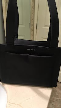 Guess black purse in excellent condition. Maple Ridge
