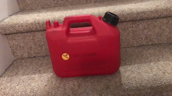 Red and black plastic container 80869dbf-f637-4076-9452-d755277d66ec