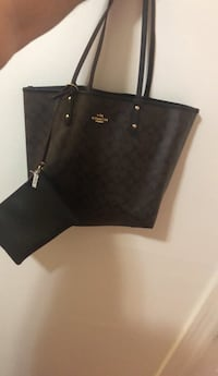 Brand New Reversible inside out coach bag with makeup bag price tag still on Elizabeth, 07201