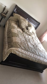 Queen bed and Dressor Whitby, L1R 0G3