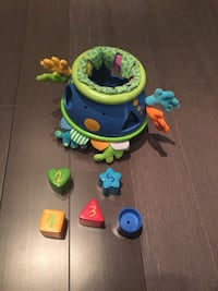 Alien shape sorter tumbler doll Washington, 20010